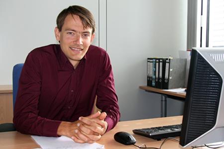 Der Jungunternehmer Florian Fleissner gründet seine Firma Inpartik.