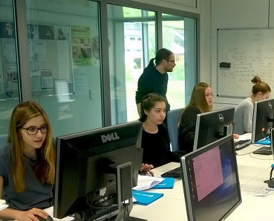 https://opencms.uni-stuttgart.de/interfak/forschergruppen/sfb716/img/news/GirlsDAY_2018_am_VISUS_2_2018-04-26_sm.jpg