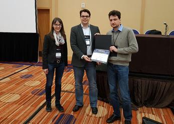Michael Krone und Guido Reina bei der Überreichung des Best Paper Award des Visualization in Practice-Workshops durch VIP-Chair Daniela Oelke